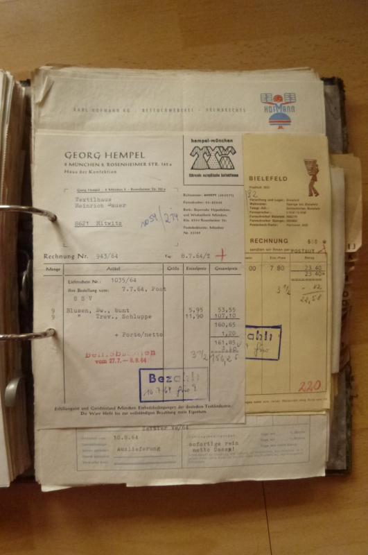 ein ordner mit alten rechnungen alte rechnung firmenpapiere quittungen 1964 ebay. Black Bedroom Furniture Sets. Home Design Ideas
