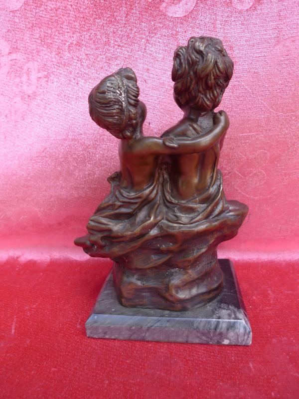 sch ne alte bronzefigur 2 jungen paar bronze. Black Bedroom Furniture Sets. Home Design Ideas