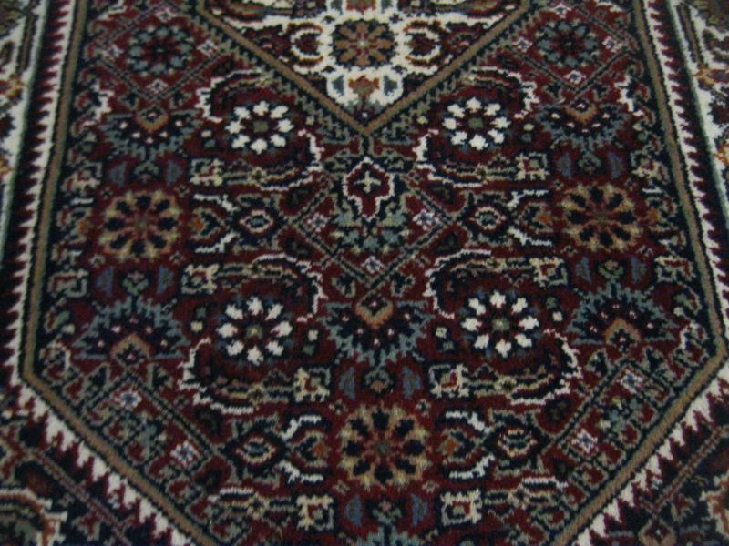 neuwertiger indischer teppich orientteppich indien alkatif rot creme 70 x 140 cm ebay. Black Bedroom Furniture Sets. Home Design Ideas